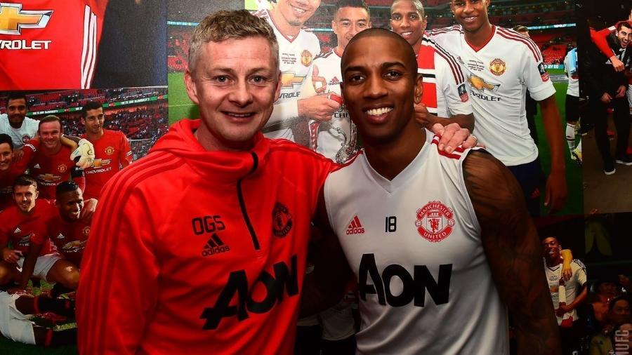 Ashley Young vestirá a camisa do United até o final da atual temporada - Divulgação/Manchester United