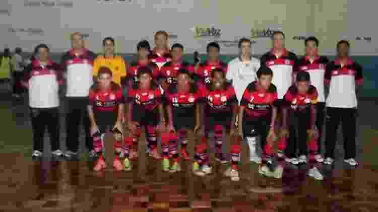 Pedro (camisa 10), Leon (camisa 9) e Bruno Guimarães (camisa 8) no futsal do Flamengo - Acervo Pessoal - Acervo Pessoal