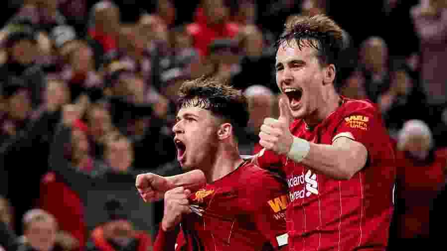 Jogadores do Liverpool comemoram gol contra o Shrewsbury  - REUTERS/Andrew Yates