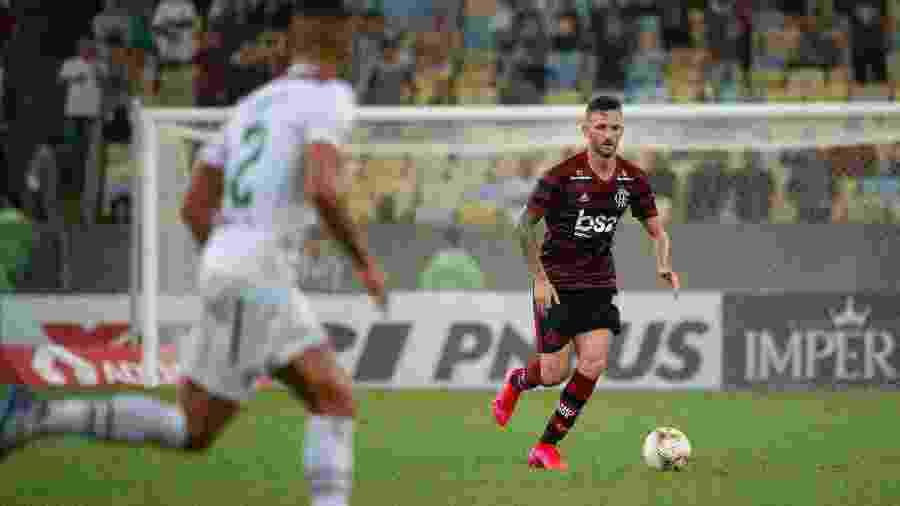 Leo Pereira, zagueiro do Flamengo, em ação no clássico com o Fluminense - Alexandre Vidal / Flamengo