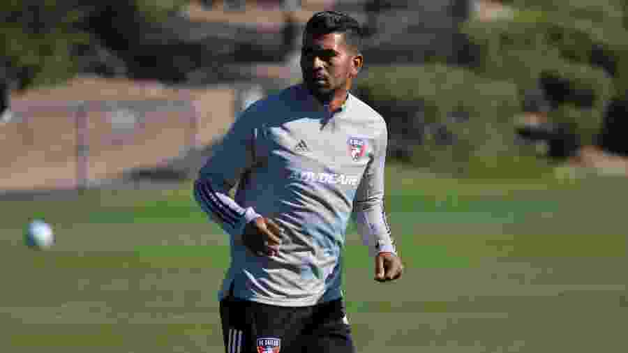 Thiago Santos em ação durante treino do FC Dallas, clube da MLS - Divulgação/FC Dallas