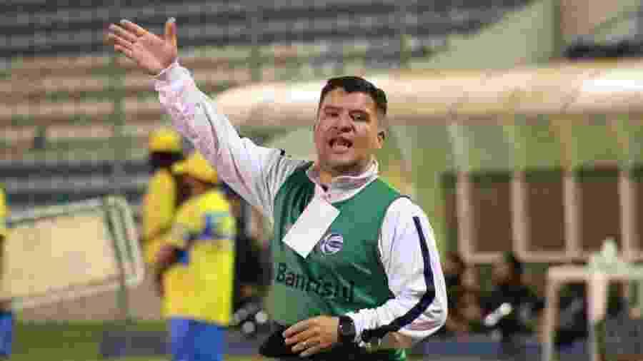Treinador está assintomático e segundo o clube, foi afastado do dia a dia na sexta-feira - Divulgação/São José-POA