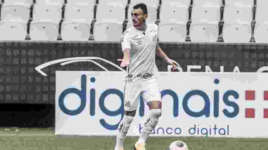 Diego Pituca gesticula durante jogo do Santos - Ivan Storti/Santos FC
