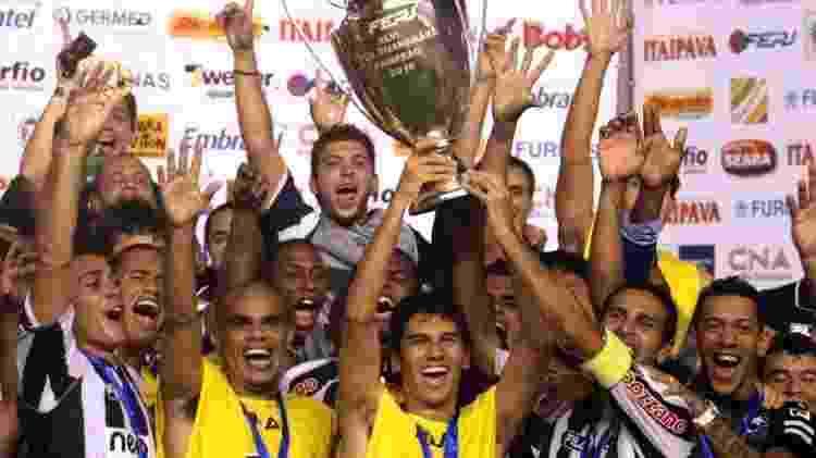 Jogadores do Botafogo comemoram título da Taça Guanabara - Júlio César Guimarães/UOL - Júlio César Guimarães/UOL