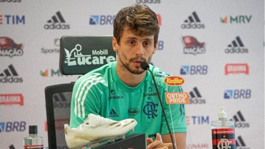 Rodrigo Caio pede para o Flamengo não ficar pensando no São Paulo