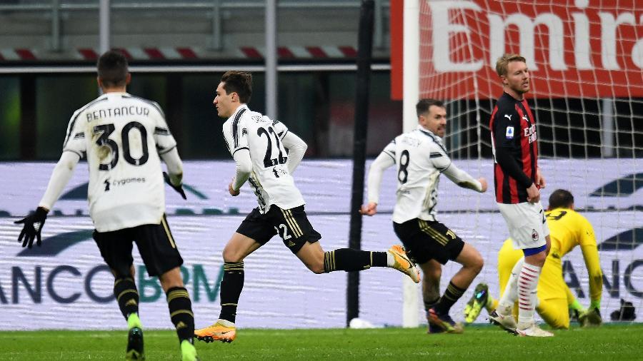 Federico Chiesa comemora gol na vitória da Juventus contra o Milan, pelo Campeonato Italiano - Getty Images