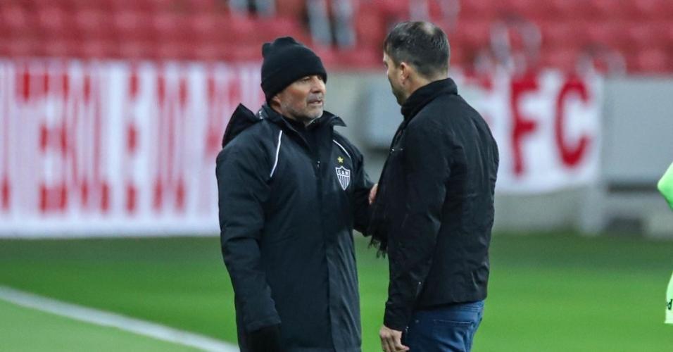 Sampaoli e Coudet são amigos pessoas e conversaram sobre o novo diretor de futebol do Galo