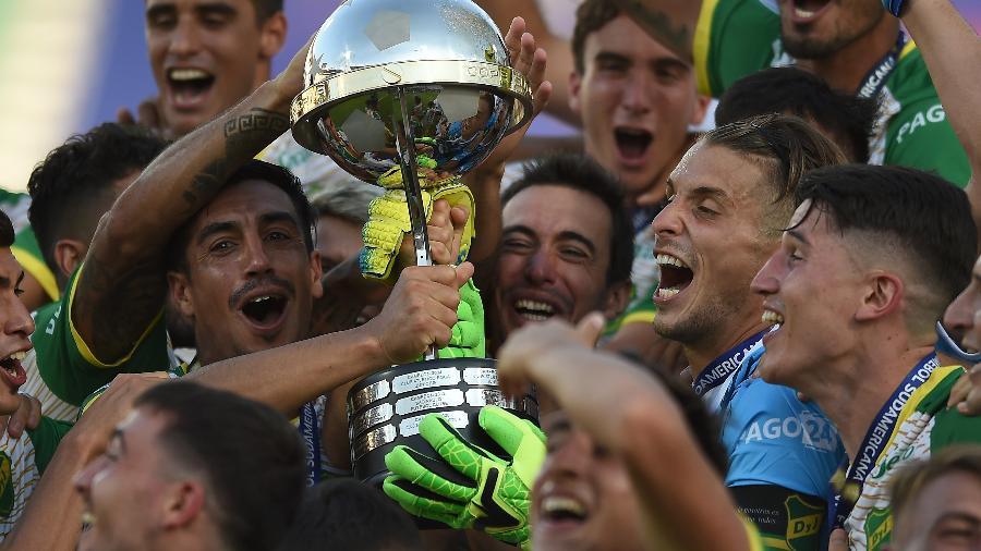 Jogadores do Defensa y Justicia comemoram título inédito da Copa Sul-Americana  - Marcelo Endelli/Getty Images