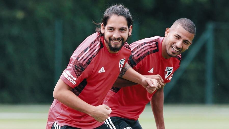 Martín Benítez, meia do São Paulo, e Joao Rojas, durante treino no CT da Barra Funda - Divulgação/São Paulo FC