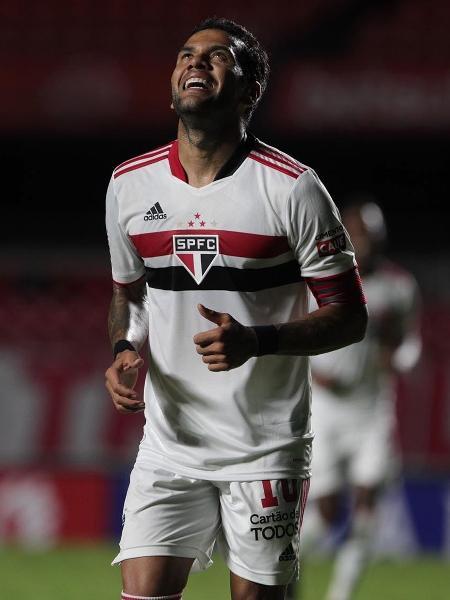 Torcida do São Paulo não quer que clube libere Daniel Alves para a seleção olímpica - Rubens Chiri / saopaulofc.net
