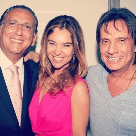 Galvão Bueno ao lado da esposa, Desirée, e de Roberto Carlos - Reprodução/Instagram