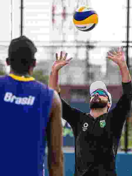 Bruno Schmidt e Evandro treinam antes da estreia nos Jogos Olímpicos de Tóquio - Míriam Jeske/COB - Míriam Jeske/COB