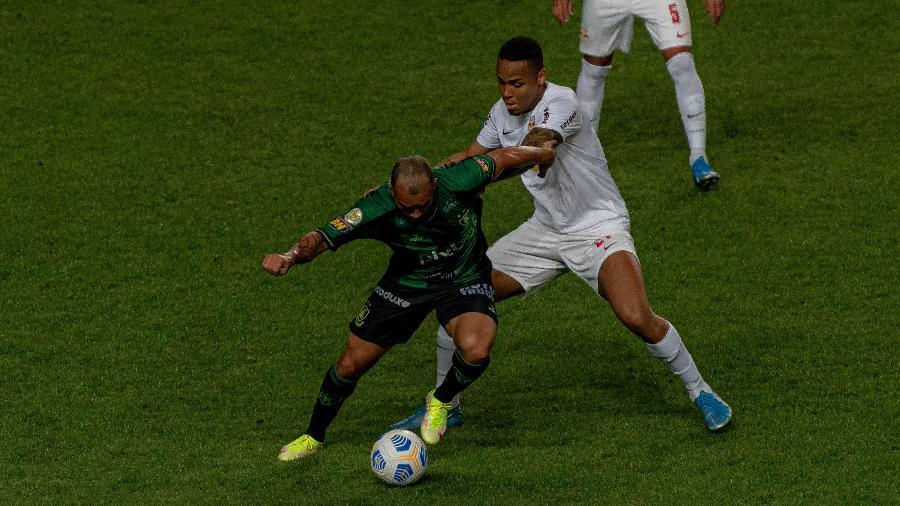 América-MG tenta se recuperar de derrota para o Bragantino no Independência - Alessandra Torres/AGIF