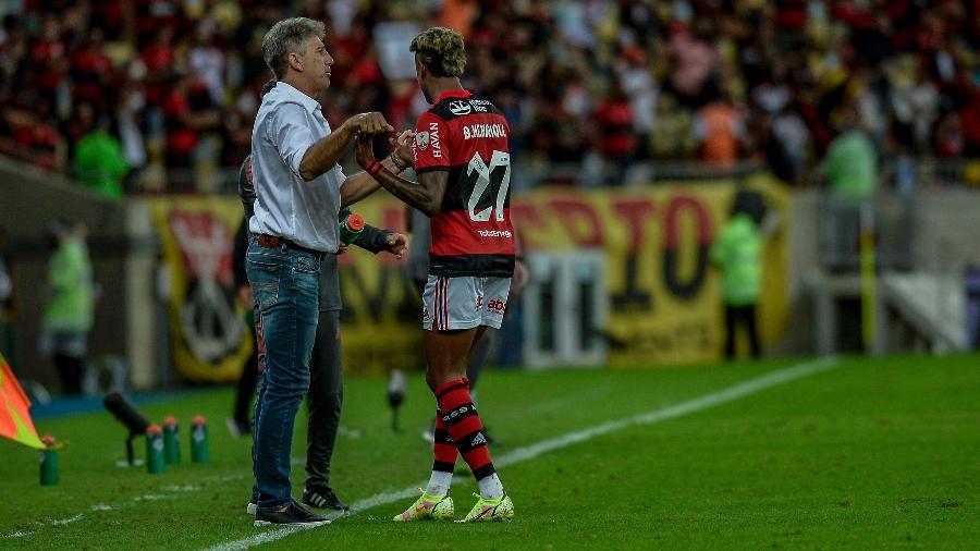 Renato Gaúcho, treinador do Flamengo, celebra com Bruno Henrique gol sobre o Barcelona, na Libertadores - Marcelo Cortes / Flamengo