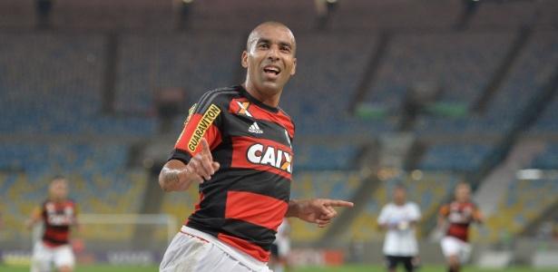 O atacante Emerson Sheik pode deixar o Flamengo em um futuro próximo