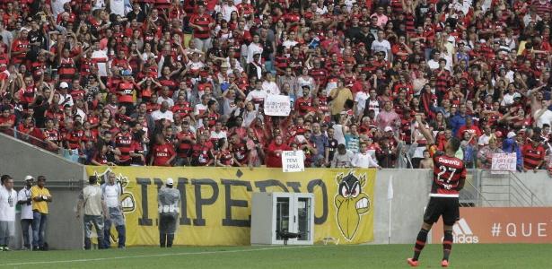 Atacante Kayke chegou a Porto Alegre, onde assina com o Grêmio por um ano