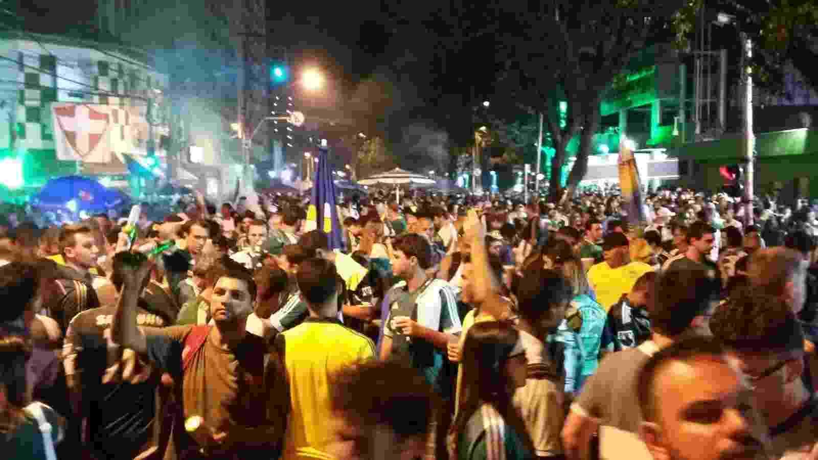 Torcedores do Palmeiras se aglomeram antes da partida contra o Nacional-URU - Diego Salgado/UOL