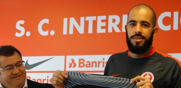 Goleiro ex-Sport, formado no Corinthians, empilhou elogios ao Internacional