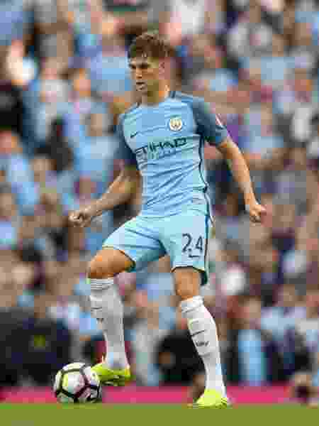 John Stones em ação com a camisa do Manchester City - Stu Forster/Getty Images