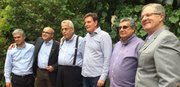 Crivella (o quarto da esquerda para a direita) se reuniu com dirigentes esportivos