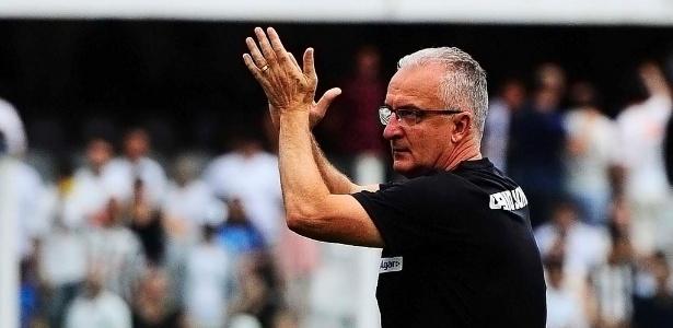 Santos aguarda um posicionamento do técnico Dorival Jr. (foto) para avançar na negociação