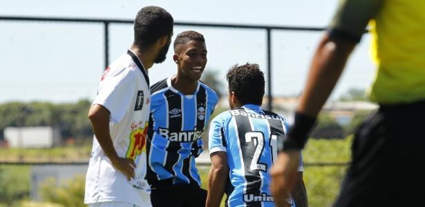 Jean Pyerre (esq) é uma das atrações do time de transição do Grêmio