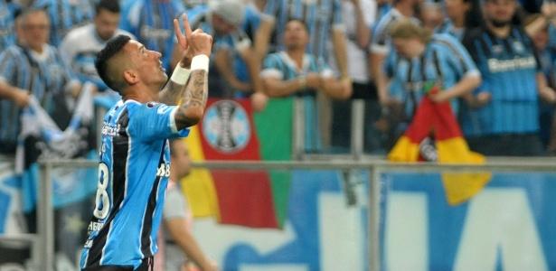 Centroavante fez o gol que garantiu vitória e classificação do Grêmio na Arena