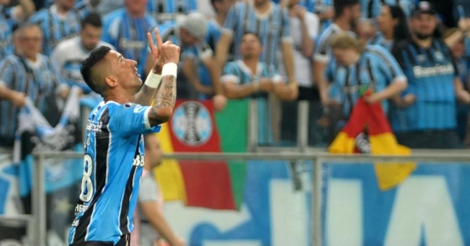 Lucas Barrios comemora gol do Grêmio contra o Botafogo