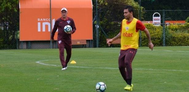 Observado por Dorival Júnior, Petros treinou normalmente neste sábado