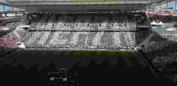 Torcida do Corinthians monta mosaico em referência ao heptacampeonato - Diego Salgado/UOL Esporte - Diego Salgado/UOL Esporte