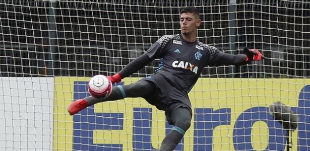 Goleiro nascido no Acre está na base do Flamengo desde agosto de 2013
