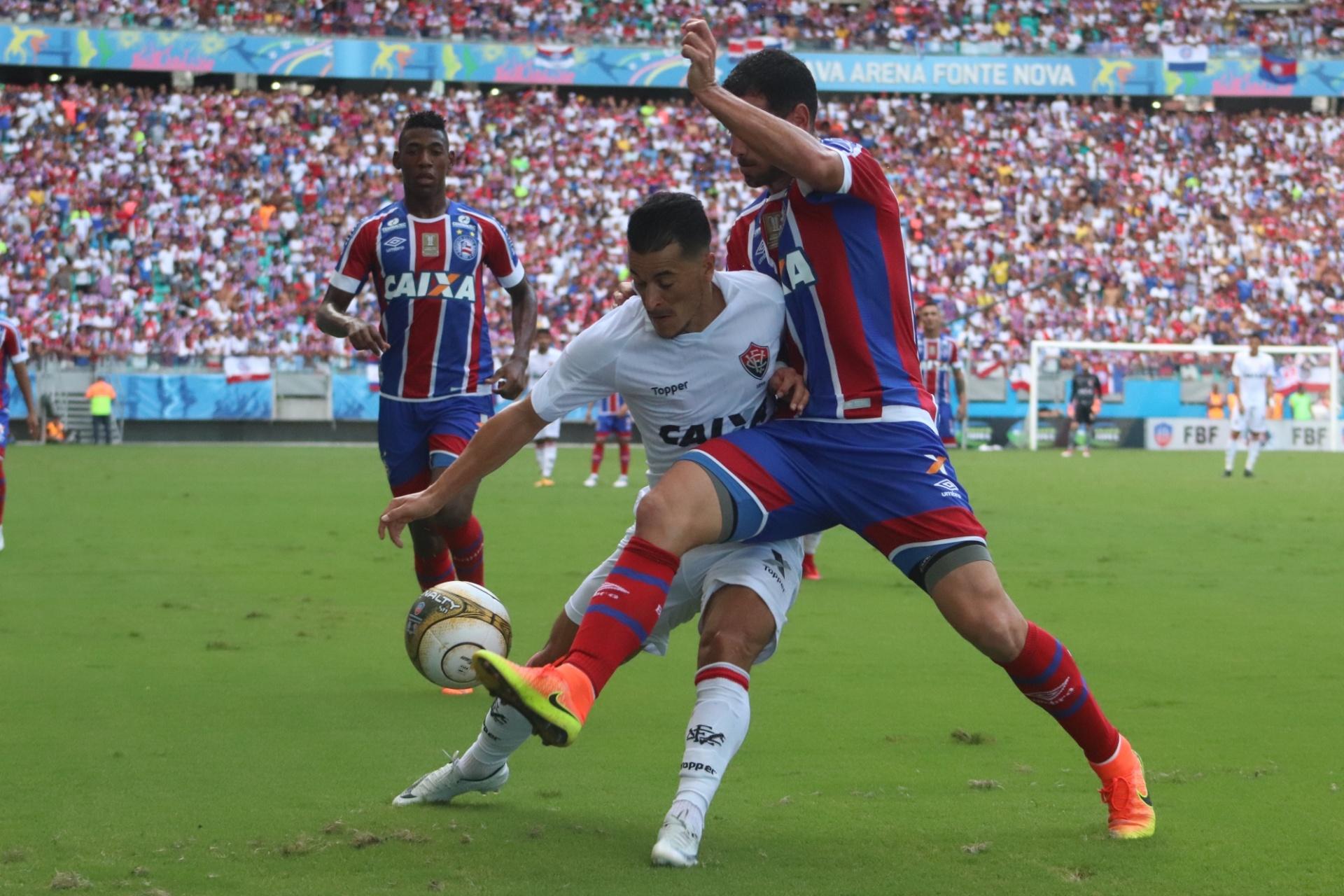 Pivô de polêmica na 1ª fase marca e põe Bahia em vantagem contra Vitória -  01 04 2018 - UOL Esporte ad586629d5f43