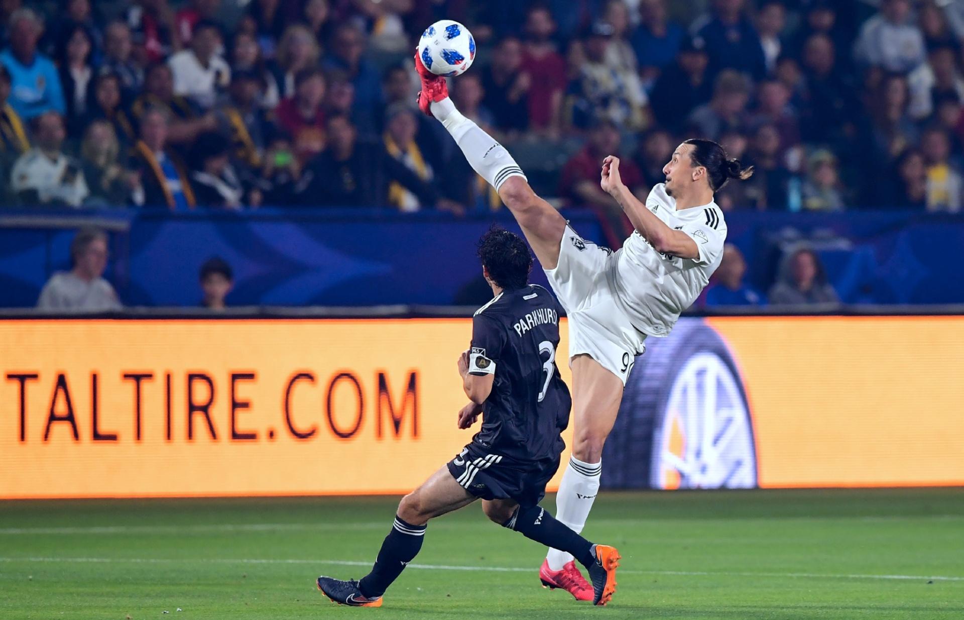 068b07c2da Ibrahimovic vai com pé às alturas para fazer passe e impressiona na MLS -  Esporte - BOL