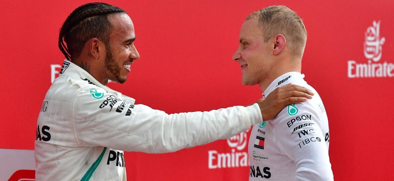 Hamilton e Bottas colocaram a Mercedes na liderança do campeonato de construtores - Andrej Isakovic/AFP