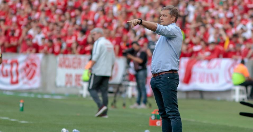 Técnico Diego Aguirre comanda o São Paulo em duelo contra o Internacional