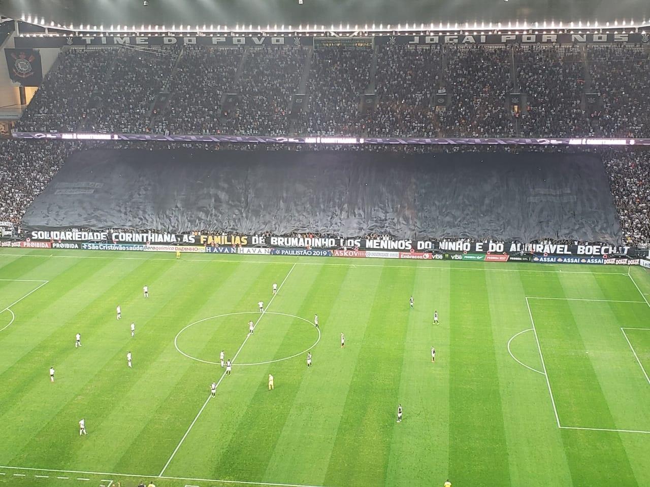 f1efd6401b Corinthians homenageia Boechat e vítimas de Brumadinho e Ninho do Urubu -  17 02 2019 - UOL Esporte
