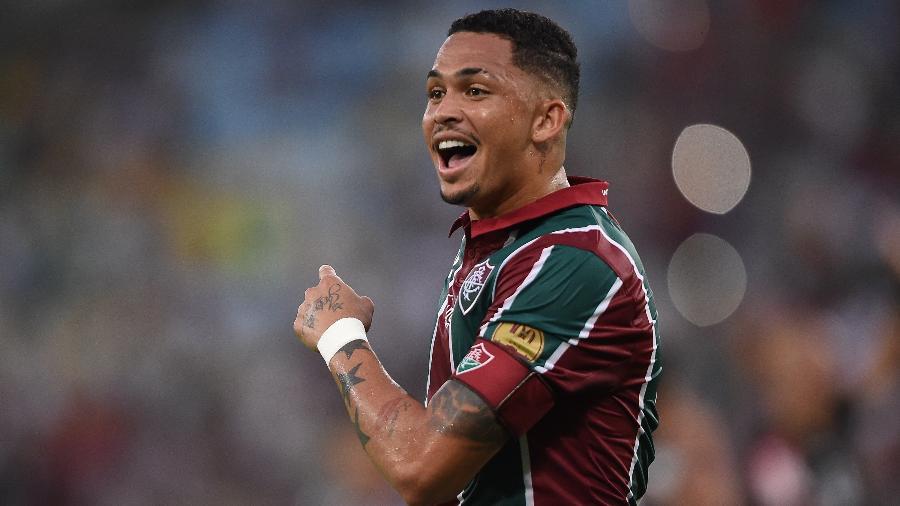 Luciano pediu para não atuar contra a Chapecoense para não completar sete jogos no Brasileiro - Thiago Ribeiro/AGIF