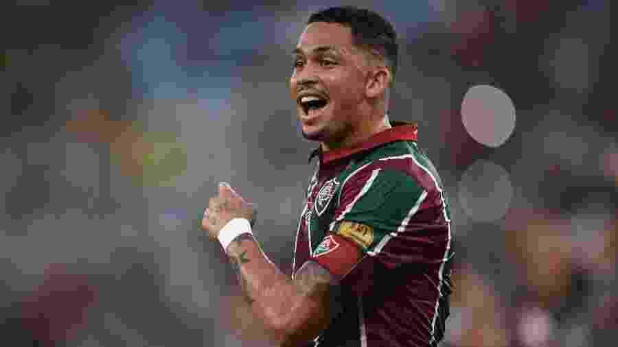 Luciano gesticula durante jogo entre Fluminense e Botafogo - Thiago Ribeiro/AGIF