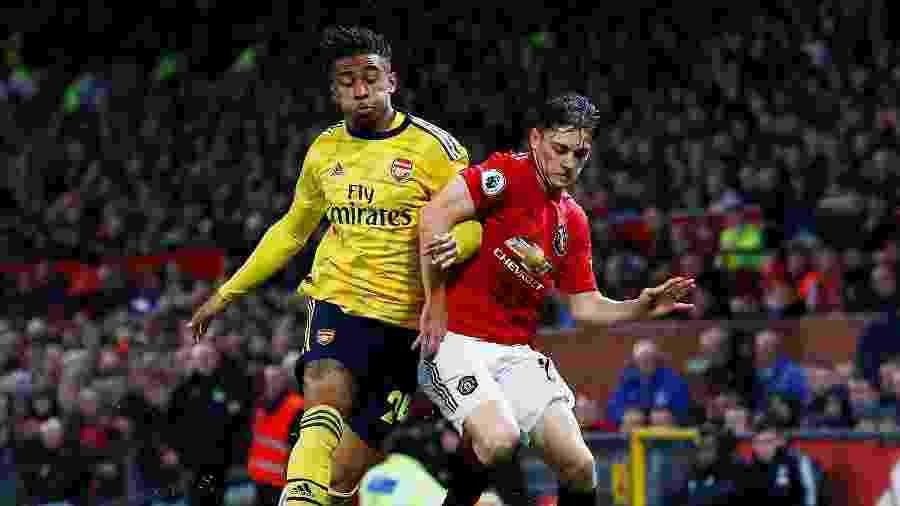 Jogadores disputam bola durante Manchester United x Arsenal - Reuters/Jason Cairnduff