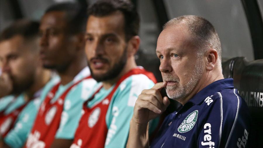 Palmeiras x Botafogo: Mano Menezes observa a partida - Marcello Zambrana/AGIF