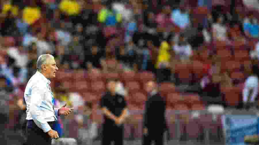 Tite orienta a seleção brasileira no amistoso Brasil x Nigéria - Roslan Rahman/AFP