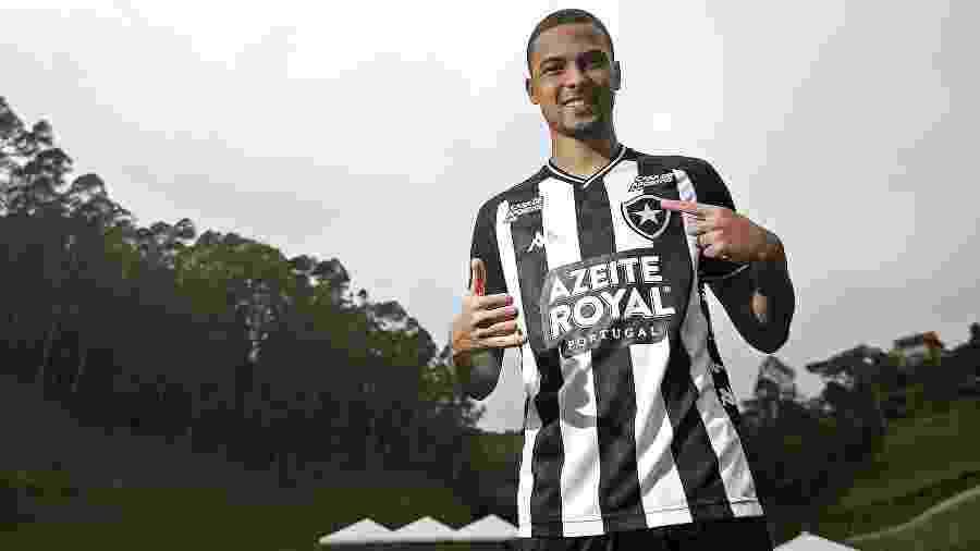 Thiaguinho durante apresentação pelo Botafogo no Hotel Fazenda China Park, no Espirito Santo - Vitor Silva/Botafogo