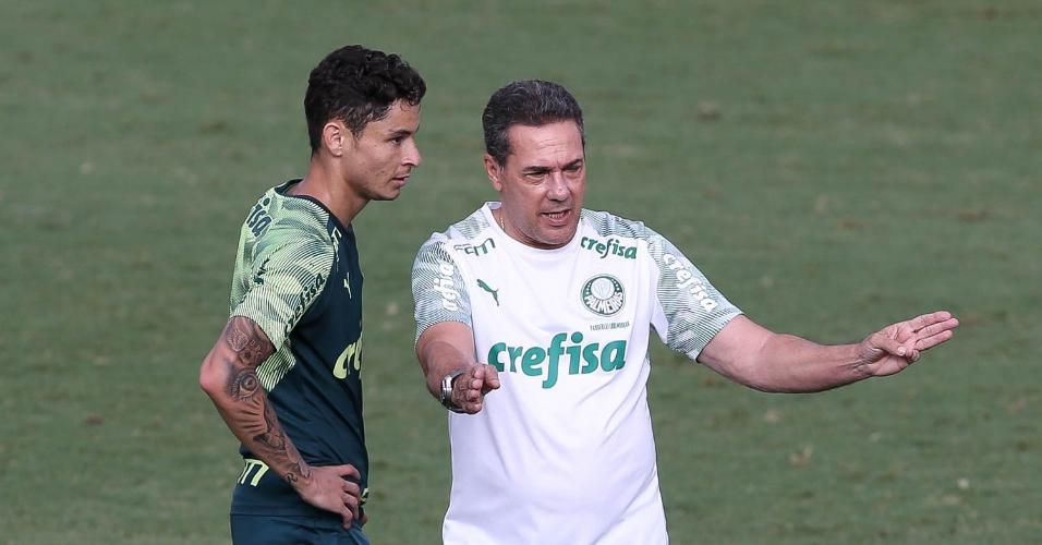 Diogo Barbosa conversa com Vanderlei Luxemburgo durante treino na Academia de Futebol