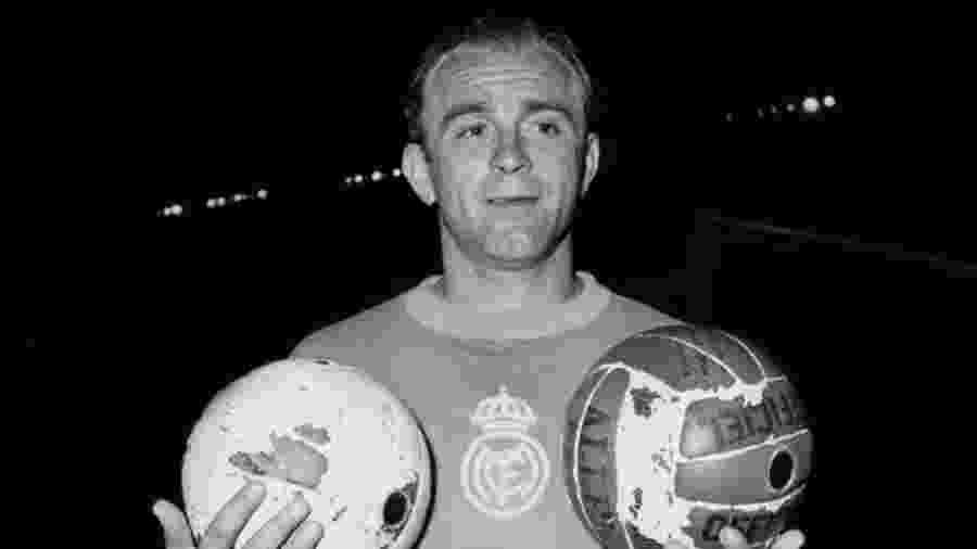 Alfredo Di Stéfano, um dos maiores jogadores de futebol da história, em foto de 1956 - AFP VIA GETTY IMAGES