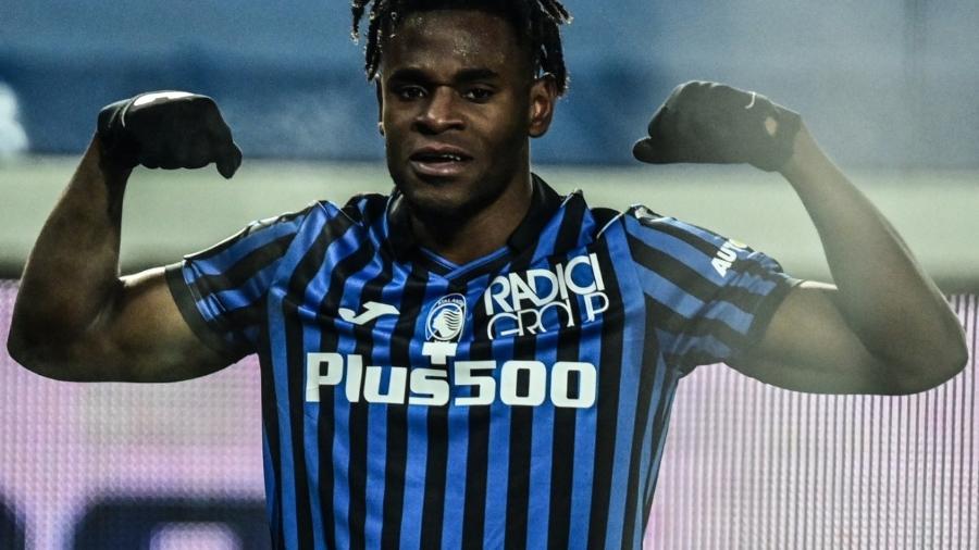 Zapata comemora gol pelo Atalanta na partida contra o Napoli pela Copa da Itália  - MIGUEL MEDINA / AFP