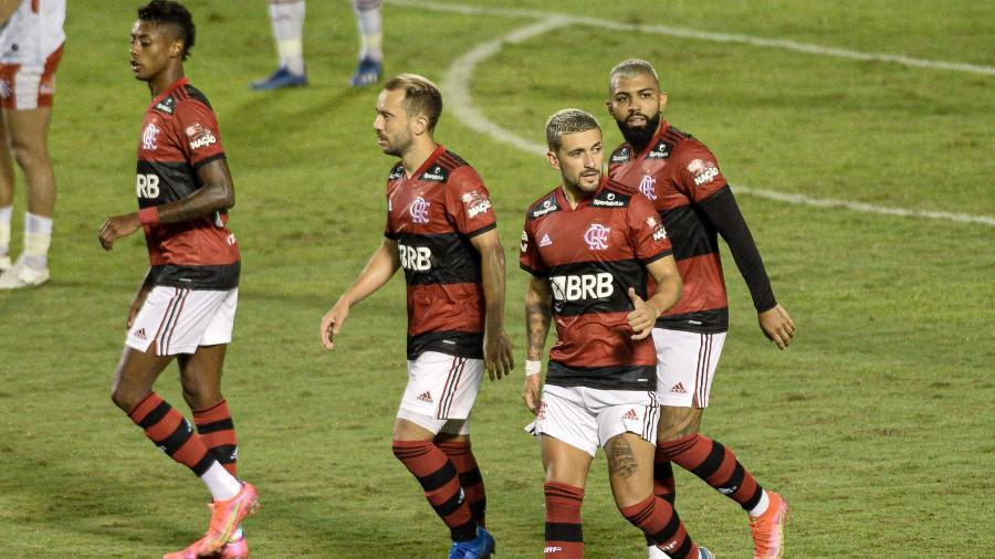 Jogadores do  Flamengo comemoram gol contra o Bangu, pelo Campeonato Carioca - ESTADÃO CONTEÚDO