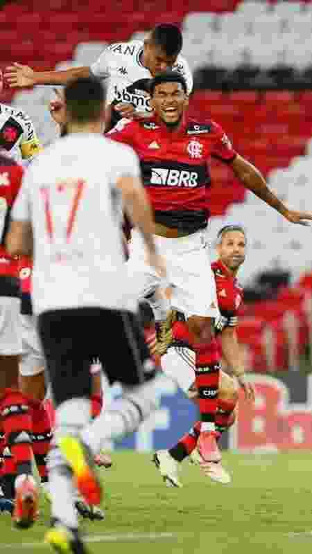 Léo Matos sobe mais alto que a zaga para fazer seu gol na vitória do Vasco por 3 a 1 sobre o Flamengo - Rafael Ribeiro / Vasco - Rafael Ribeiro / Vasco