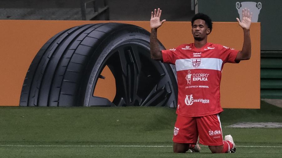 Ewandro comemora gol do CRB contra o Palmeiras pela Copa do Brasil - Marcello Zambrana/AGIF