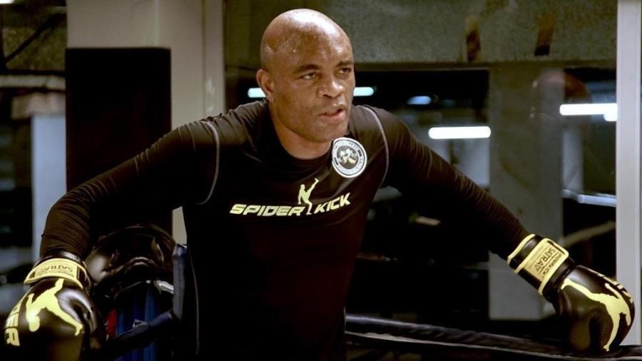 Anderson Silva, durante treino de boxe - Reprodução/Instagram