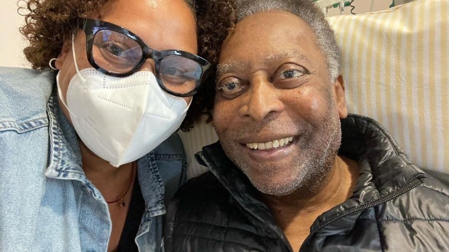 Kely Nascimento, filha de Pelé, posta uma foto acompanhada do pai no Hospital Albert Einstein - Instagram